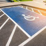駐車場にある障害者マークの存在意義とは?