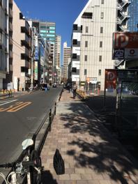駐車場前の歩道